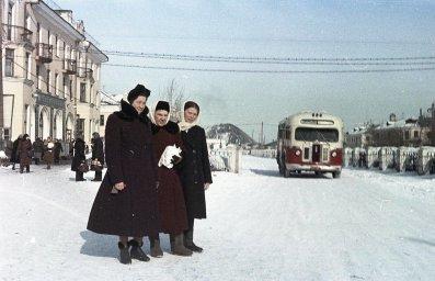 Улица Сталина город Коркино. Январь 1956 г. Одна из первых цветных фотографий В. Цицера